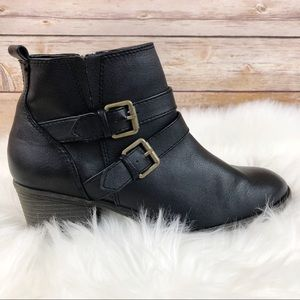 White Mountain Women's Black Buckled Booties